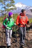 Wandernde Wandererleute - gesunder aktiver Lebensstil Stockbilder