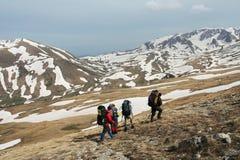 Wanderung im Berg Stockbild