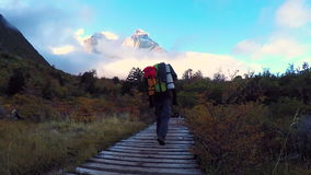 Wanderung Torres Del Paine stock footage