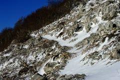 Wanderweg im Schnee Stockfotografie