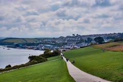 Wanderweg und Ansicht über Padstow, Nord-Cornwall stockfotos