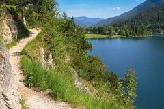 Wanderwegweise entlang dem Achensee See Lizenzfreies Stockfoto