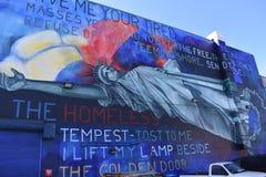 Wandgemälde auf einem San Francisco-Obdachlosenasyl lizenzfreie stockbilder