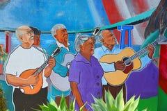 Wandgemälde erzählen die Geschichte von Mexikaneramerikanerleuten Stockfotos