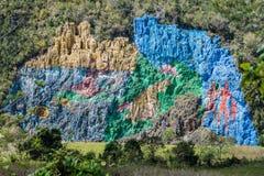 Wandgemälde Mural de la Prehistoria The der Vorgeschichte gemalt auf einer Klippenwand im Vinales-Tal, Kuba lizenzfreie stockfotos