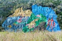 Wandgemälde Mural de la Prehistoria The der Vorgeschichte gemalt auf einer Klippenwand im Vinales-Tal, Kuba lizenzfreie stockbilder