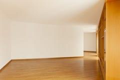 Wandkabinett im leeren Raum stockfotografie