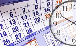 Wandkalender mit der Zahl von Tagen und von Uhr lizenzfreies stockfoto