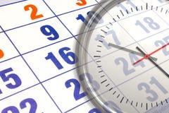Wandkalender mit der Zahl von Tagen und von Uhr stockfotografie