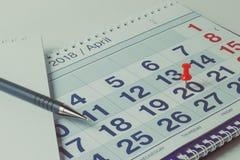 Wandkalender und Stift, Geschäftskonzept und Zeit lizenzfreie stockfotos