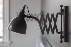 Wandlampe auf dem ursprünglichen Halter Lizenzfreie Stockfotos