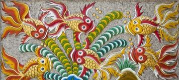 Wandskulptur eines Fisches. Stockfotos