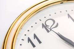 Wanduhr und Zeit ist zwölf Lizenzfreies Stockfoto