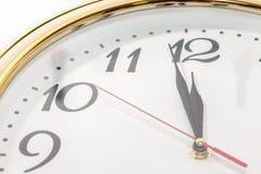 Wanduhr und Zeit ist zwölf Lizenzfreies Stockbild