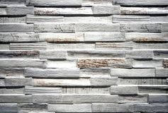 Wandverkleidung für den Innenraum gemacht vom Steingut mit verkratztem gemaltem hölzernem Effekt lizenzfreies stockbild