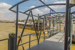 Wang郎码头或者Prannok或Siriraj码头沿位于 免版税库存照片
