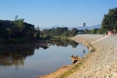 Wang River die door Lamphun, Thailand vloeien Royalty-vrije Stock Afbeelding