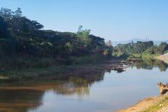 Wang River die door Lamphun, Thailand vloeien Stock Afbeelding