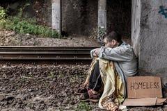 Wanhopige dakloze vrouw Royalty-vrije Stock Foto's