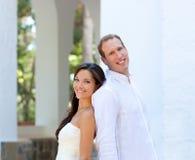 Właśnie poślubiająca w śródziemnomorskim panny młodej para Zdjęcie Stock