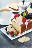 Wanilia funta tort dla walentynka dnia Zdjęcia Stock