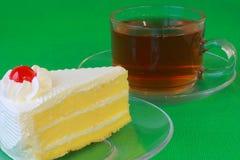 Wanilia tort z gorącą herbatą Zdjęcie Royalty Free