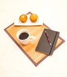 Wanilia z czekoladowych układów scalonych Muffins z filiżanką kawy Obraz Royalty Free