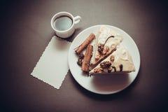 Wanilii kawa i tort zdjęcie stock