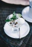 Waniliowa lody pozycja na stole Zdjęcie Royalty Free