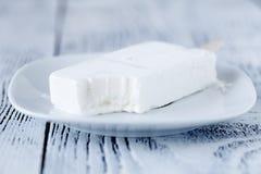 Waniliowy lody w pucharze na białym tle Zdjęcia Stock