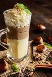 Waniliowy pudding z kasztanu puree i batożącą śmietanką Zdjęcie Stock