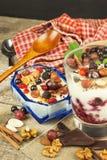 Waniliowy pudding z lato owoc na drewnianym stole Zdrowy przekąszać dla dzieciaków Obraz Stock