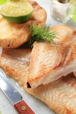 Wanne gebratene Fischfilets und Kartoffel Lizenzfreies Stockbild