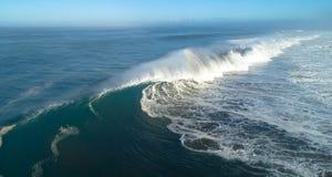 Wanneer de oceaan ons een perfect ogenblik geeft stock afbeeldingen