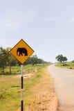Wanring Zeichen des gelben Elefanten auf der Straße Lizenzfreie Stockfotografie