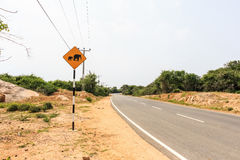 Wanring Zeichen des gelben Elefanten auf der Straße Lizenzfreies Stockfoto