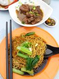 Wanton Mee με τα αργά πλευρά χοιρινού κρέατος Στοκ Εικόνες