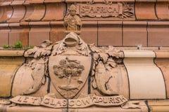 Wapenschild bij basis van Doulton-Fontein, Glasgow Scotland het UK royalty-vrije stock foto