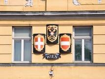 Wapenschild en vlag van Wenen en Oostenrijk Stock Foto