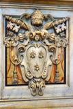 Wapenschild van Paus Urbanus VIII door Gian Lorenzo Bernini in Luifel Binnenland van de Basiliek van Heilige Peter in Vatikaan stock fotografie