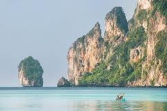 Wapień falezy Phi Phi Przywdziewają wyspę, Krabi prowincja, Tajlandia Obraz Royalty Free