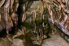 Wapień jama z wodą zdjęcie royalty free