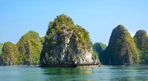 Wapień kołysa i morze Halong zatoka, Wietnam Zdjęcia Stock