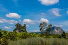 Wapień faleza w Krabi Ao Nang i Phi Phi, Tajlandia Obraz Royalty Free