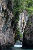 Wapni wzgórza wokoło Zafrachtować islandParadise wyspę w Krabi prowinci, Południowy Tajlandia Zdjęcie Stock
