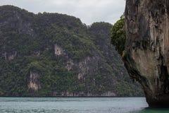 Wapni wzgórza wokoło Zafrachtować islandParadise wyspę w Krabi prowinci, Południowy Tajlandia Obrazy Royalty Free