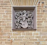 Wappen auf der Wand von Hohenzollern-Schloss in Deutschland stockfotografie
