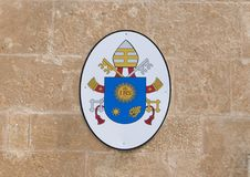 Wappen auf Front der Ostuni-Kathedrale Stockbild