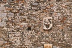 Wappen der Schweizer Stadt von Bellinzona auf der alten Stadtmauer stockbilder