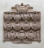 Wappen Nahaufnahme auf der Wand in Salzburg, Österreich Stockbilder